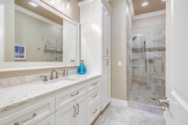 bathroom-in-custom-home